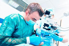 Periodoncia, cirugía periodental e implantología
